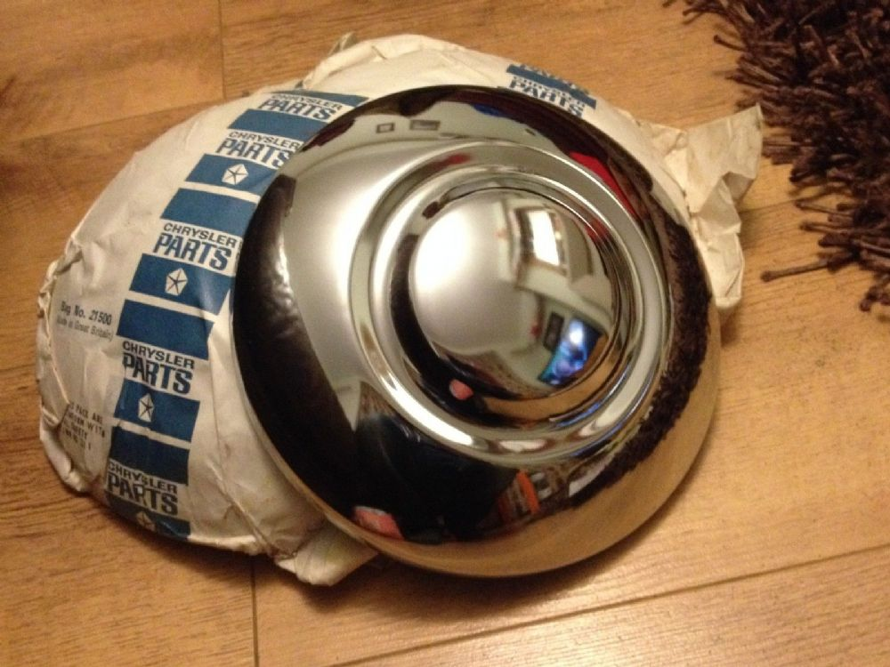 BOND 875 BRAND NEW GENUINE NOS HUB CAPS  X 2 (FREE UK POST)